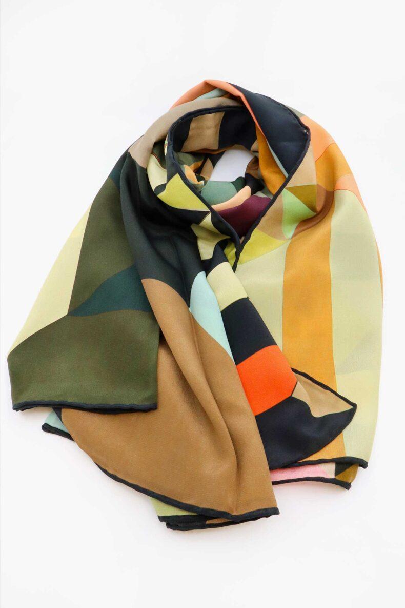 Handrolliertes Seidenfoulard grand foulard Geo Foulalà
