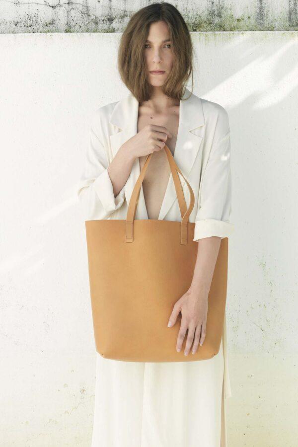 Shopper aus naturbelassenem Leder