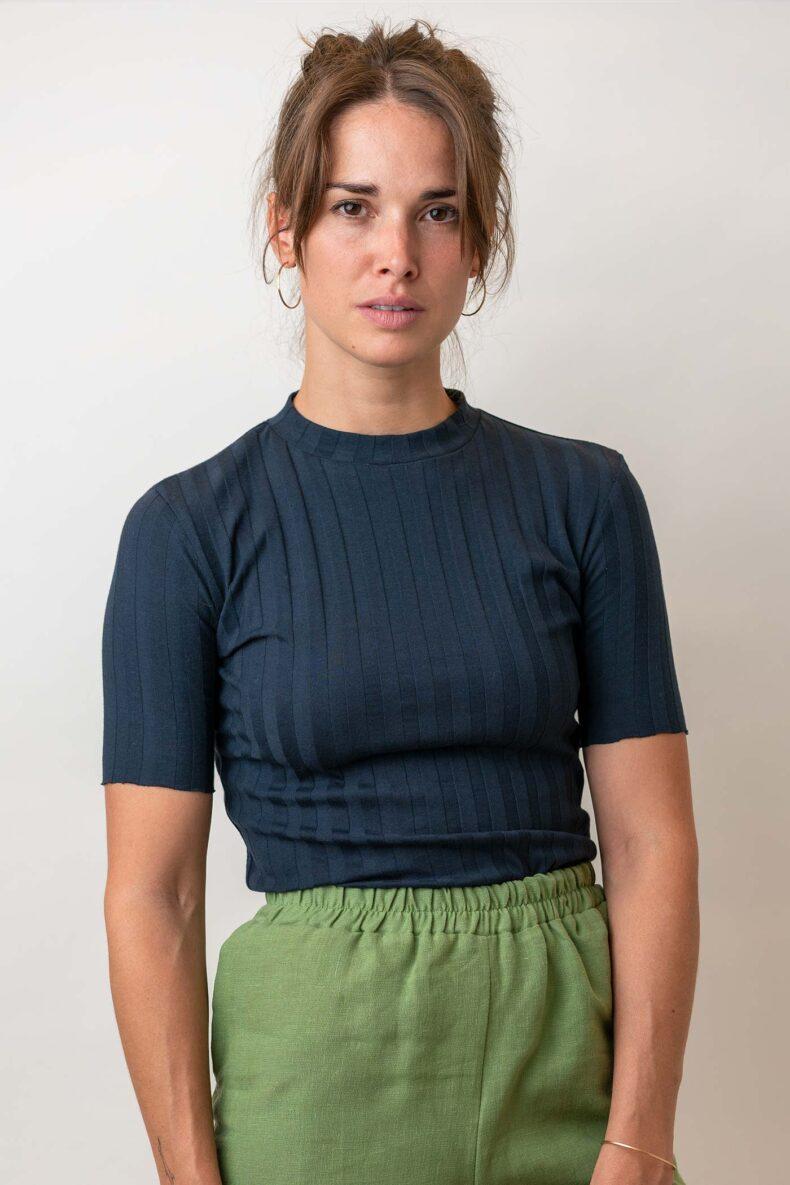 dunkelblaue Kurzarmshirt