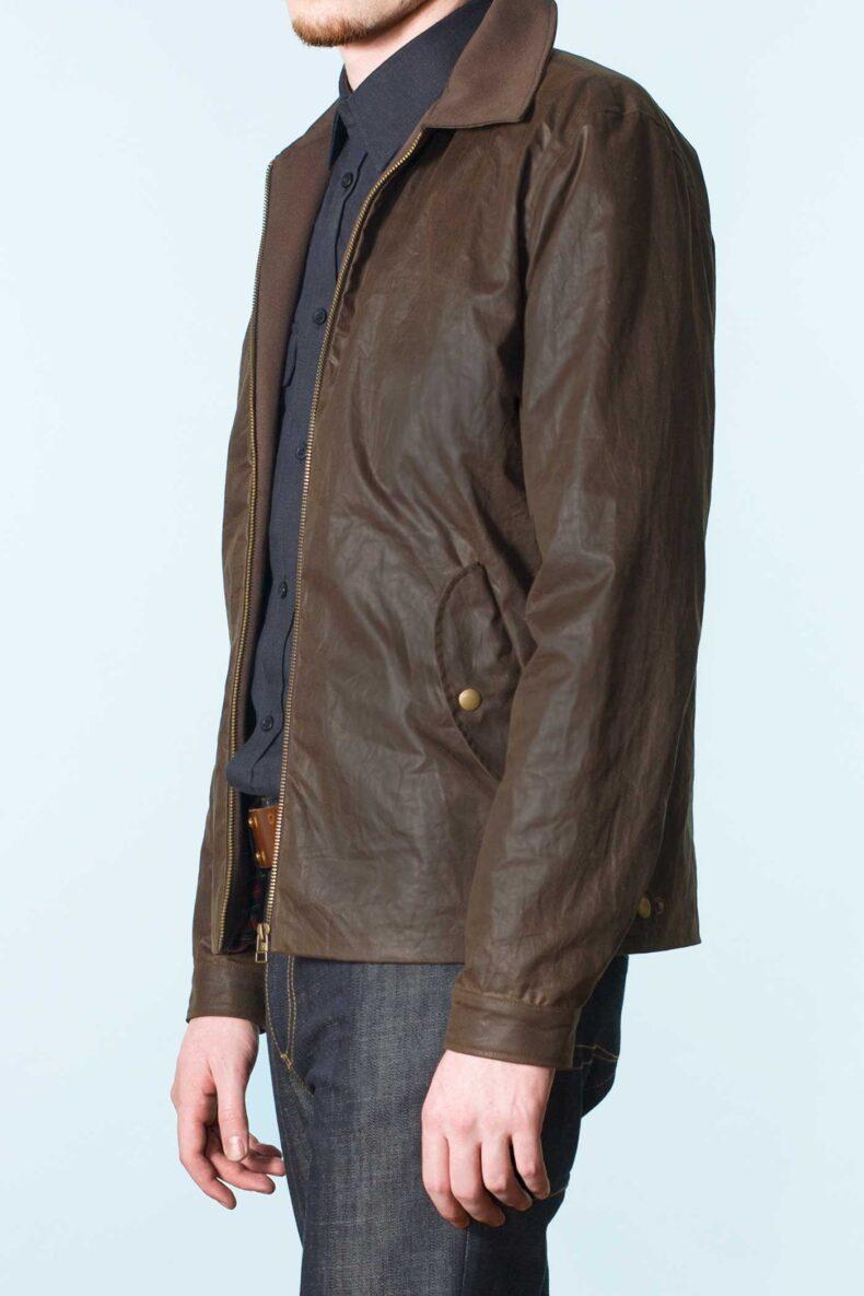 braune Jacke aus gewachster Baumwolle